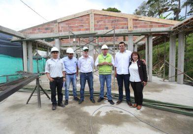 Gobernador de Boyacá inspecciona y pide celeridad en la obra de la I.E José Antonio Páez