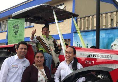 Gobernador Carlos Amaya entregó, en Campohermoso, el primero de 78 bancos de maquinaria agrícola